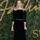 Uma Thurman – 2018 British Fashion Awards in London - 454 x 681