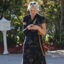 Elizabeth Banks in Long Dress – Out in Los Angeles - 454 x 681