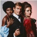 Promo of Roger Moore, Jane Seymour, Gloria Hendry in Live And Let Die (1973) - 206 x 209