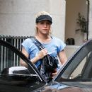 Shakira Visits An Aesthetic Center In Barcelona - 454 x 331