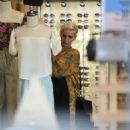 Ashlee Simpson – Shopping candids at Urban Outfitters in Los Angeles - 454 x 682