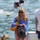Sienna Miller on holiday in Positano - 454 x 681