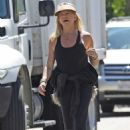 Goldie Hawn and Boston Russell – Get a Walk in Brentwood