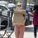 Judy Greer – Leaving the post office in Los Angeles - 454 x 641