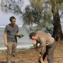 Michael Emerson as Benjamim Linus and Ken Leung as Miles on Lost ( Ep. 6x07 - Dr. Linus) - 427 x 640