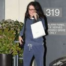 Courteney Cox – Shopping in Los Angeles - 454 x 681
