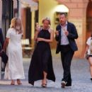 Gillian Anderson and Peter Morgan at a romantic dinner in Portofino - 454 x 335