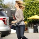 Laura Dern hurries back to her car after enjoying breakfast in Brentwood, California on December 21, 2014 - 434 x 594