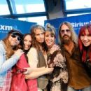 Steven Tyler visits SiriusXM Studios on May 9, 2018 in Nashville, Tennessee - 454 x 306