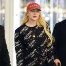 Lindsay Lohan – Arrives at JFK Airport in New York City - 454 x 602