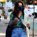 Katie Holmes – Looks casual while shops at a Downtown Manhattan supermarket
