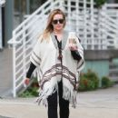 Hilary Duff running errands Out in Los Angeles October 17, 2016 - 454 x 603