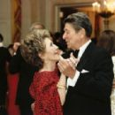 Nancy & Ronald Reagan - 454 x 307