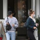 Lana Del Rey – Wear mask while out in Los Angeles