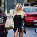 Holly Madison – Shopping at Whole Foods in Studio City - 454 x 681