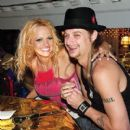 Kid Rock and Pamela Anderson - 400 x 400