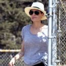 Angelina Jolie – Out for a hike in Los Angeles - 454 x 681