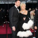 Hugh Jackman and Deborra-Lee Furness - The 83rd Annual Academy Awards - Arrivals (2011) - 395 x 594