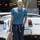 Maria Sharapova – Shopping at Bristol Farms in Manhattan Beach - 454 x 681