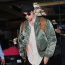 Robert Pattinson seen departing on a flight at LAX airport in Los Angeles, California on October 3, 2016 - 449 x 600