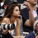 Selena Gomez La Lakers Vs San Antonio Spurs In San Antonio