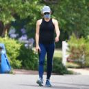 Jennifer Garner – Wears a mask on a walk in Los Angeles