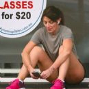 Davina McCall in Sydney getting ready to start her pilate class - 454 x 518