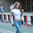 Hannah Ferguson – Arrives at Victoria's Secret Auditions in New York - 454 x 681
