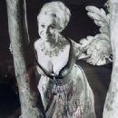 Barbara Windsor - 454 x 579