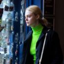 Dakota and Elle Fanning – Out and about in London