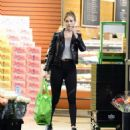 Rosie Huntington Whiteley – Shopping in Los Angeles - 454 x 499