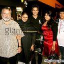 Supriya Pathak and Pankaj Kapur at Shahid Kapoor's surprise Birthday party - 450 x 308