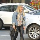 Hilary Duff Out for a Sushi Dinner in Beverly Hills - 454 x 597