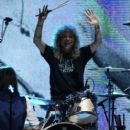 Steven Adler perform at the Rock N Roll Hall of Fame Induction on April 14, 2012 - 402 x 594