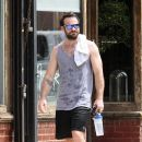 English actor Charlie Cox is spotted working up a sweat after working out in New York City, New York on August 16, 2016 - 390 x 600