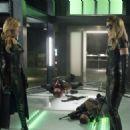 Arrow S06E01 - 454 x 325