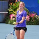 Elisabeth Shue - 30 Annual Chris Evert Pro-Celebrity Tennis Classic, 07.11.2009.