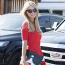 Paris Hilton stops by the Meche Salon in Beverly Hills, California on May 12, 2016 - 442 x 600