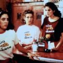 Annabeth Gish, Lili Taylor and Julia Roberts in Mystic Pizza (1988)