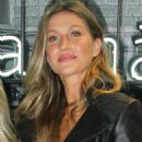 Gisele Bundchen – Rosa Cha Summer Collection Lauch Event in Sao Paulo - 454 x 647