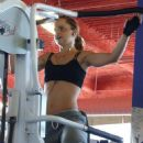 Mena Suvari Works Up A Sweat At 24 Hour Fitness In Hollywood - July 23, 2009