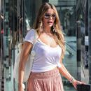 Sofia Vergara – Shopping at Sephora in Los Angeles - 454 x 681