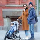 Anne Hathaway with husband Adam – Out in Chelsea in New York City - 454 x 510