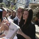 Liv Tyler (Arwen) signs some fan autographs at the New Zealand Premiere of The Return of the King.