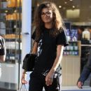 Zendaya Coleman is seen shopping with her mom and dog at the Grove in Los Angeles, California on August 12, 2016 - 454 x 595