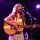 Una Healy – Performs live at the Lexington on Pentonville Road in London - 454 x 644