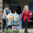 Billie Catherine Lourd and Taylor Lautner - 454 x 488
