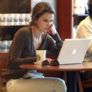 Keri Russell - Starbucks Coffee Shop In Santa Monica, 13.02.2008.
