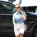 Reese Witherspoon – Arrives for a doctor's appointment in Westwood - 454 x 681
