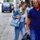 Gigi Hadid – Arrives at Taylor Swift's apartment in New York City